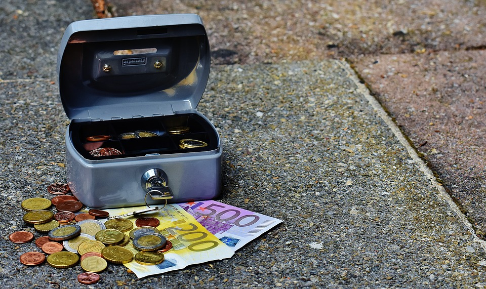 cashbox-1643007_960_720